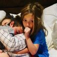 Alyssa Milano et ses deux enfants, Milo et Elizabella. Octobre 2020.