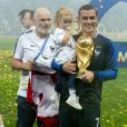 Antoine Griezmann et sa fille Mia - Finale de la Coupe du Monde de Football 2018 en Russie à Moscou, opposant la France à la Croatie (4-2). Le 15 juillet 2018 © Moreau-Perusseau / Bestimage