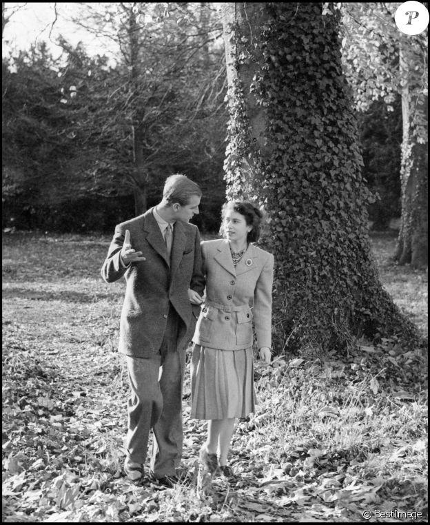 La reine Elizabeth et son mari le prince Philip célèbrent leurs noces de diamant à Broadlands, où ils avaient passé leur nuit de noce en 1947, 60 ans plus tôt.