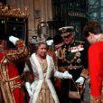 La reine Elisabeth II d'Angleterre et le prince Philip, duc d'Edimbourg lors de l'ouverture du parlement 1990.