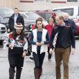 Le prince William et Catherine Kate Middleton, la duchesse de Cambridge (avec sa paire de bottes Penelope Chilvers) assistent à une cérémonie traditionnelle de bienvenue à Bella Bella, dans le cadre de leur voyage officiel au Canada, le 26 septembre 2016.