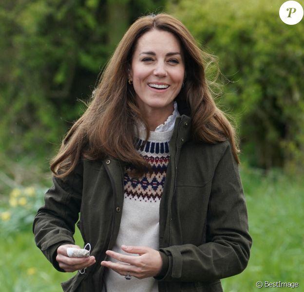 Catherine (Kate) Middleton, duchesse de Cambridge (avec sa paire de bottes Penelope Chilvers), visite la ferme du manoir à Little Stainton, Royaume Uni