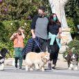 Ben Affleck, Ana De Armas, Samuel Affleck - Ben Affleck promène ses chiens avec sa compagne et ses enfants à Los Angeles le 29 novembre 2020.