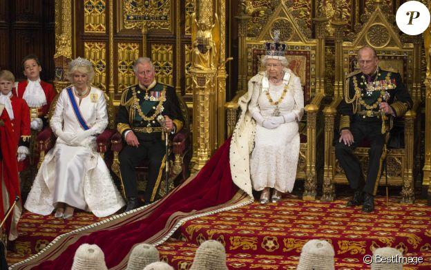 Camilla Parker Bowles, duchesse de Cornouailles, le prince Charles, la reine Elisabeth II d'Angleterre et le prince Philip, duc d'Edimbourg - La famille royale d'Angleterre lors de la cérémonie d'ouverture du parlement à Londres. Le 27 mai 2015
