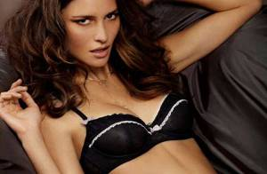 Pania Rose : Une coquine adepte de lingerie fine, qui souhaite une bonne nuit à qui veut...