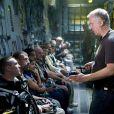 James Cameron dirige ses comédiens sur le tournage d' Avatar .