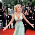 """Ophélie Winter - Montée des marches de """"Vicky Cristina Barcelona"""" - 61e Festival de Cannes 2008."""