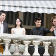 Kristen Stewart, Robert Pattinson, Taylor Lautner, et Chris Weitz à l'hôtel de Crillon à paris pour le photocall de Twilight, le 10 novembre 2009