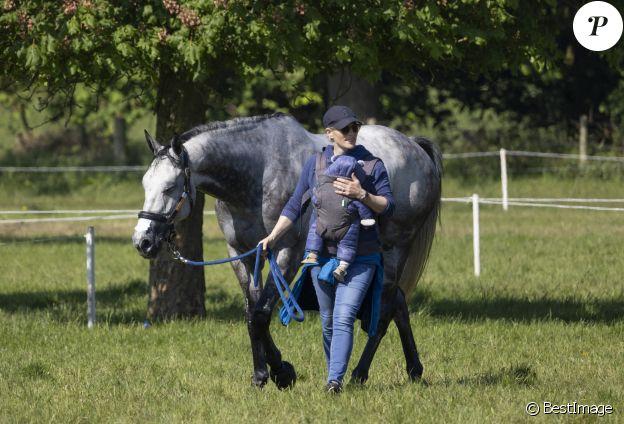 "Zara Tindall et son bébé Lucas assistent au ""Houghton Hall Horse Trials"" à Kings Lynn. Le 29 mai 2021  29 May 2021. Zara Tindall and new son Lucas with friends at The Houghton Hall Horse Trials in Kings Lynn, Norfolk."