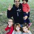 Amandine Pellissard (Familles nombreuses, la vie en XXL) avec son mari et sa famille sur Instagram