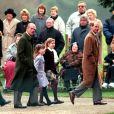 Le prince Philip, ses fils le prince Charles, le prince Edward, et ses petits-enfants Harry, Beatrice et Eugenie, lors du Noël de la famille royale à Sandringham en 1998.