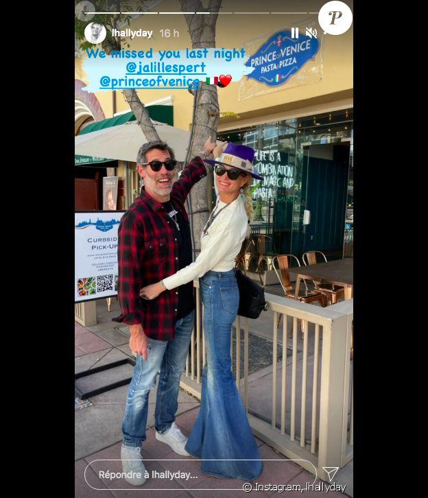 Laeticia Hallyday et Jalil Lespert posent devant le restaurant le Prince de Venice, tenu par leur ami le prince Emmanuel Philibert de Savoie, à Los Angeles. Sur Instagram le 17 juin 2021.