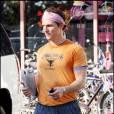 Matthew McConaughey sort de sa séance de sport : tout en sueur, il rejoint sa voiture.