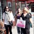 Liv Tyler faisant du shopping à Los Angeles le 13 novembre 2009