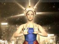 Shakira se prend pour la Statue de la Liberté, le... déhanché en plus ! Voici le clip de Give it up to me !