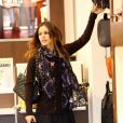 Rachel Bilson faisant son shopping au centre commercial The Grove à Los Angeles, le 18 novembre 2009
