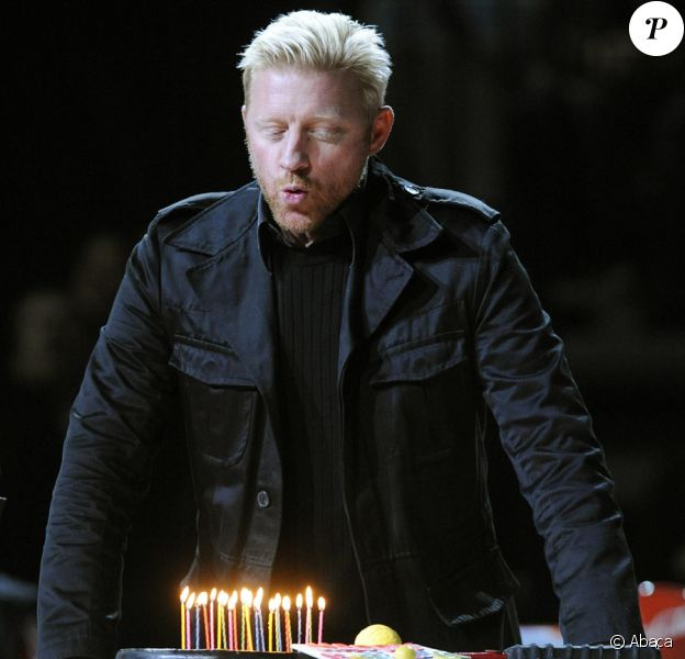 Boris Becker fête ses 42 ans avec sa femme et ses copains tennismen, le 21/11/09, à Prague.