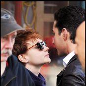 Shia LaBeouf et sa nouvelle chérie se bécotent sous les yeux de... Michael Douglas ! Et ce n'est pas du cinéma !