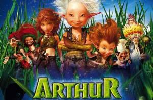 Regardez la copine d'Arthur et les Minimoys... faire sa gym matinale avec une grosse sauterelle !