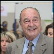 Regardez Jacques Chirac se faire... bichonner !