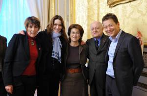 Carla Bruni : Une Première dame plus énergique que jamais... dans son combat !