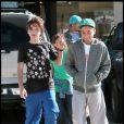 """Les enfants de Michael Jackson, leurs cousins, et Omer Bhatti, le fils """"spirituel"""" du King of Pop, dans le Nevada, pour passer Thanksgiving chez Joe Jackson"""