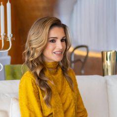 La reine Rania de Jordanie rencontre Moza bint Nasser al-Missned, la mère de l'émir du Qatar à Doha le 12 octobre 2021.