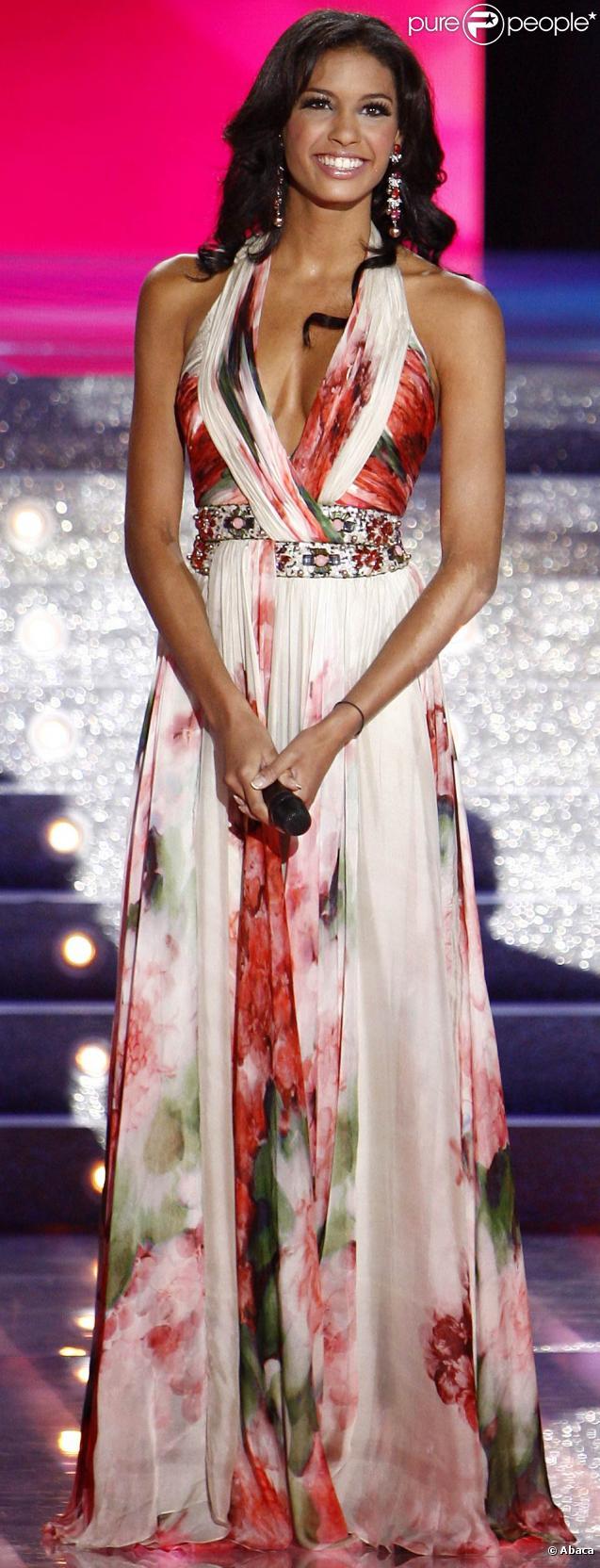 Chloé Mortaud, élue 4e plus belle femme du monde !