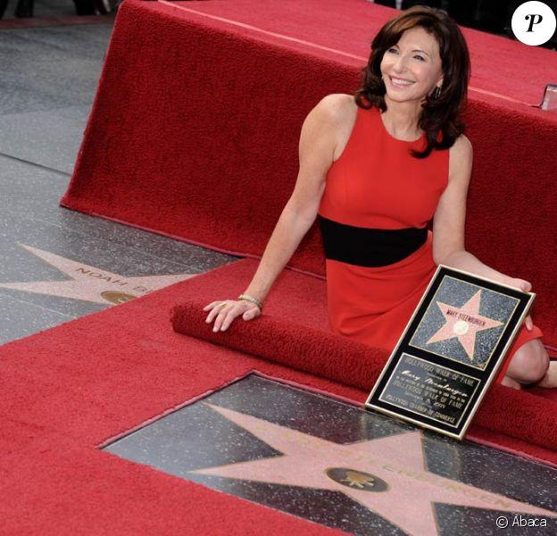 Mary Steenburgen alors qu'elle honore son étoile, la 2395ème sur Hollywood Walk of Fame à Los Angeles le 16 décembre 2009