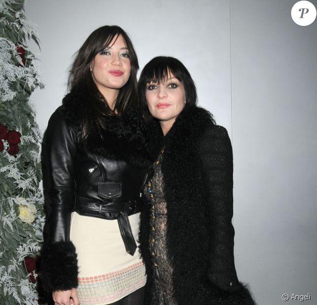 Daisy Lowe et sa mère Pearl lors de la pré-soirée du ballet Casse-Noisette à Londres le 16 décembre 2009