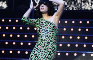 Lily Allen reprend du poil de la bête... Dans sa robe panthère !