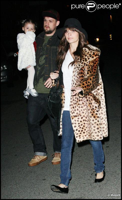 Nicole Richie, Joel Madden et l'adorable Harlow à Los Angeles le 18/12/09