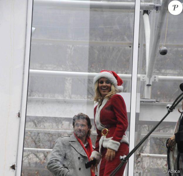 Dean McDermott et Jenny McCarthy font la promotion du film produit par ABC Family, Santa Baby 2: Christmas Maybe sur le pont de Bryan Park à New York en décembre 2009