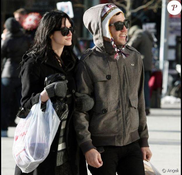 Ashlee Simpson et Pete Wentz en shopping à NYC (24 décembre 2009)