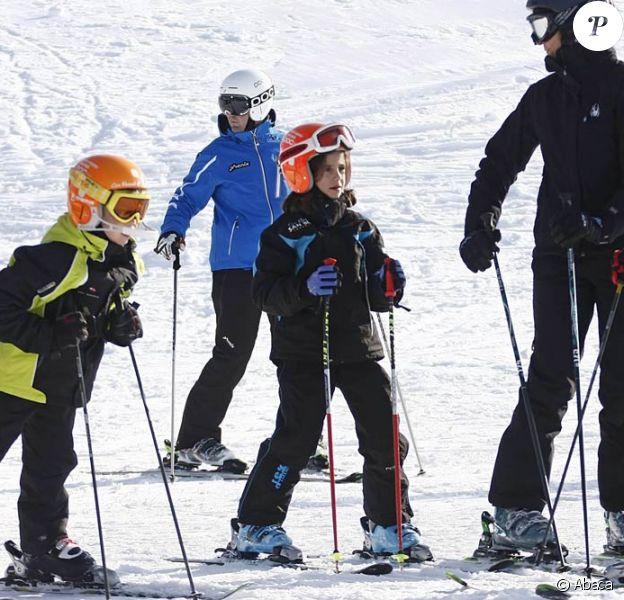 Les infantes Elena et Cristina d'Espagne, avec son mari Iñaki et leurs quatre enfants, sont de ferventes adeptes de la neige de Baqueira Beret