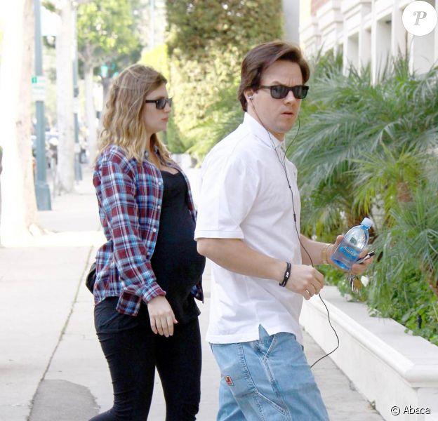 Mark Walhberg et sa femme Rhea Durham, très enceinte, se dirige vers le Roxbury Medical Building près un avoir pris à emporter dans un snack de Beverly Hills le 6 janvier 2010