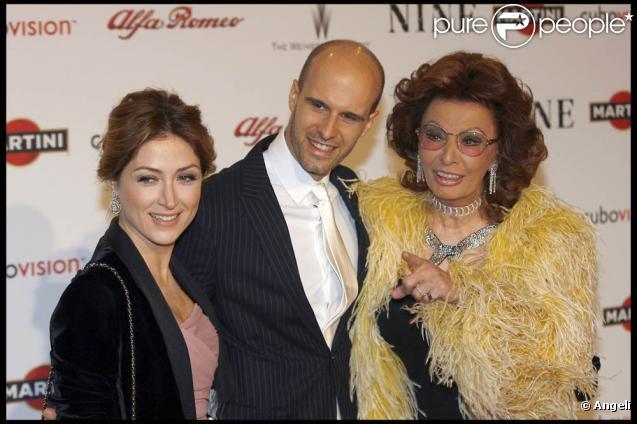 Pin La Grande Sophia Loren Au Bras De Son Fils Edoardo Ponti Et Sa ... Chihuahua X Pitbull