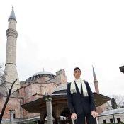 Regardez la rencontre de l'homme le plus grand du monde avec le plus petit !