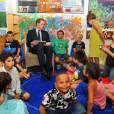 Le prince William lit des histoires aux enfants du quartier de Redfern, à Sydney, le 18 janvier 2010