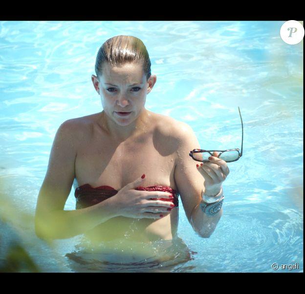 Kate Hudson à la piscine