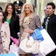 Paris Hilton a laissé troqué sa robe rose contre une plus sobre de couleur beige à la sortie du Levi's Store de Lexington Avenue à New York le 4 février 2010