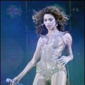 Regardez, quand Beyoncé chute en plein numéro... elle reste très digne !