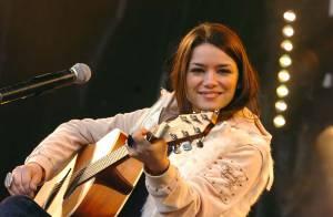 Dominique Fidanza de la Star Ac' 6 reprend sa carrière en main... et dévoile une nouvelle chanson !
