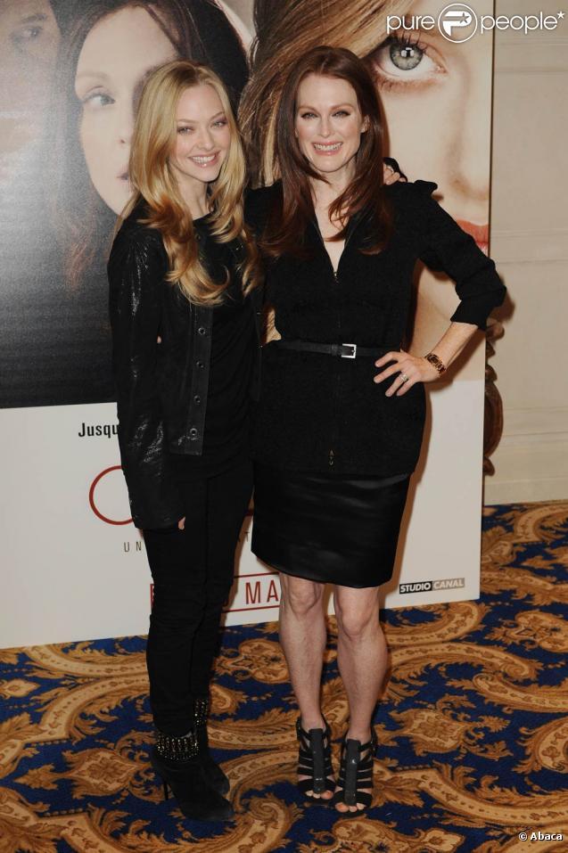 Amanda Seyfried et Julianne Moore, lundi 8 février, à l'hôtel George V, à Paris, venues présenter leur nouveau film  Chloe .