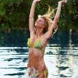 La sculpturale Brooklyn Decker promeut de très seyants maillos de bain dans le  Sports Illustrated Swimsuit Issue  2010.