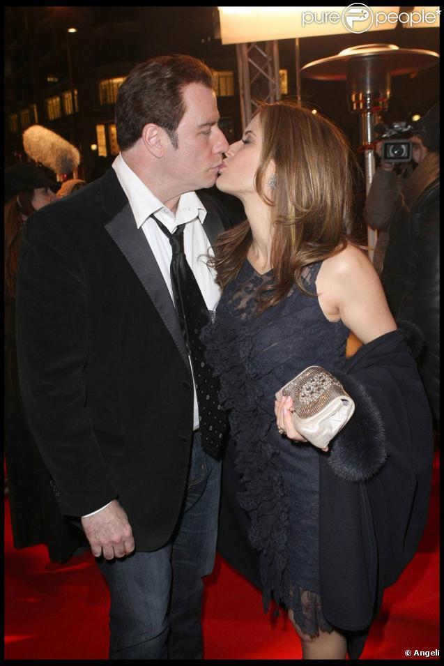 John Travolta et Kelly Preston à l'occasion de l'avant-première de  From Paris with Love , à l'UGC Normandie, sur les Champs-Elysées, à Paris, le 11 février 2010.