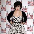 La métamorphose de Kelly Osbourne : En Février 2007, Kelly semble avoir pris beaucoup de poids mais affiche ses formes et ses rondeurs dans une robe bustier !