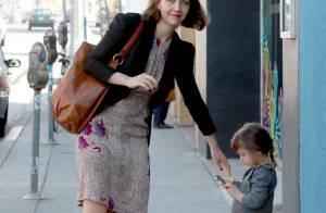 Maggie Gyllenhaal, radieuse et heureuse avec son mari et son adorable petite fille !