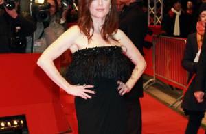Julianne Moore absolument resplendissante se lâche sur tapis rouge... et embrasse une autre femme !