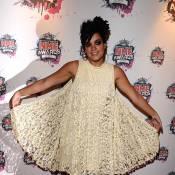 NME Awards : Lily Allen jolie et pétillante... sous les yeux d'une Kesha très voyante !
